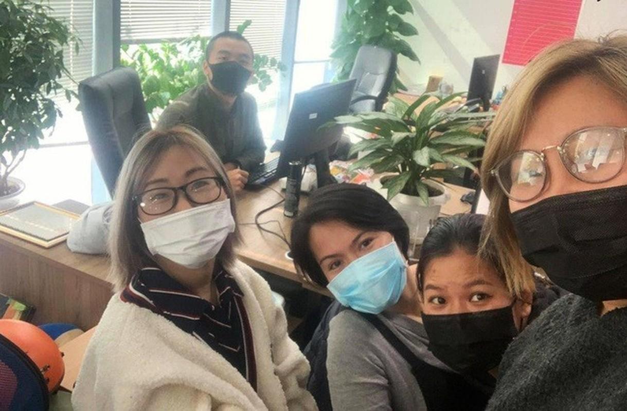Li xi mua virus corona: Nguoi nguoi thi nhau khoe khau trang-Hinh-9