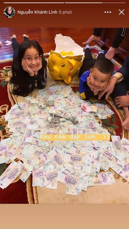 Vo Bui Tien Dung dap heo dau nam, nhin so tien rai rac duoi san phat them-Hinh-2