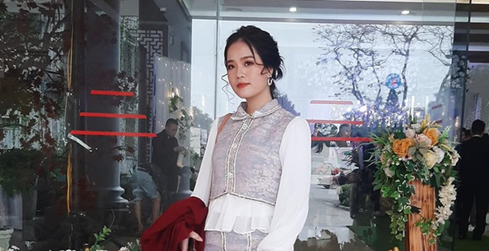Khong chi vo Phan Van Duc, ban gai Quang Hai cung lo nhan sac that het hon
