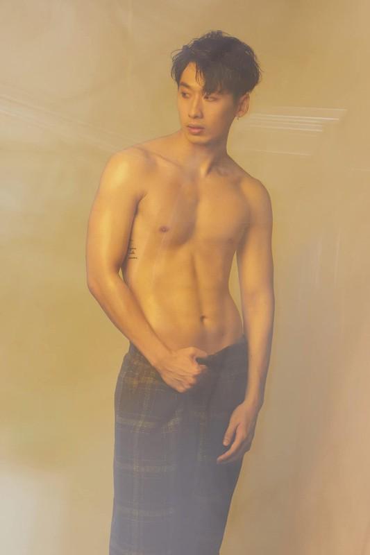 Soi body khung cua hot boy lien tuc bi nham la trai Han-Hinh-4