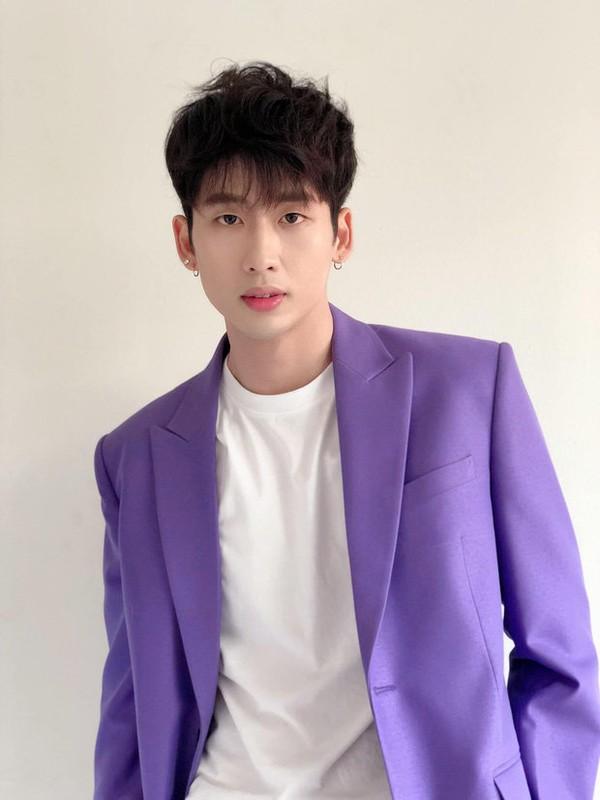 Soi body khung cua hot boy lien tuc bi nham la trai Han-Hinh-6