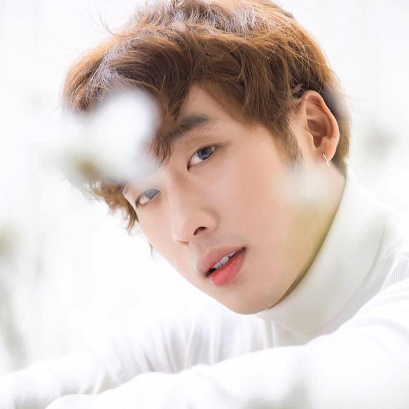 Soi body khung cua hot boy lien tuc bi nham la trai Han-Hinh-7
