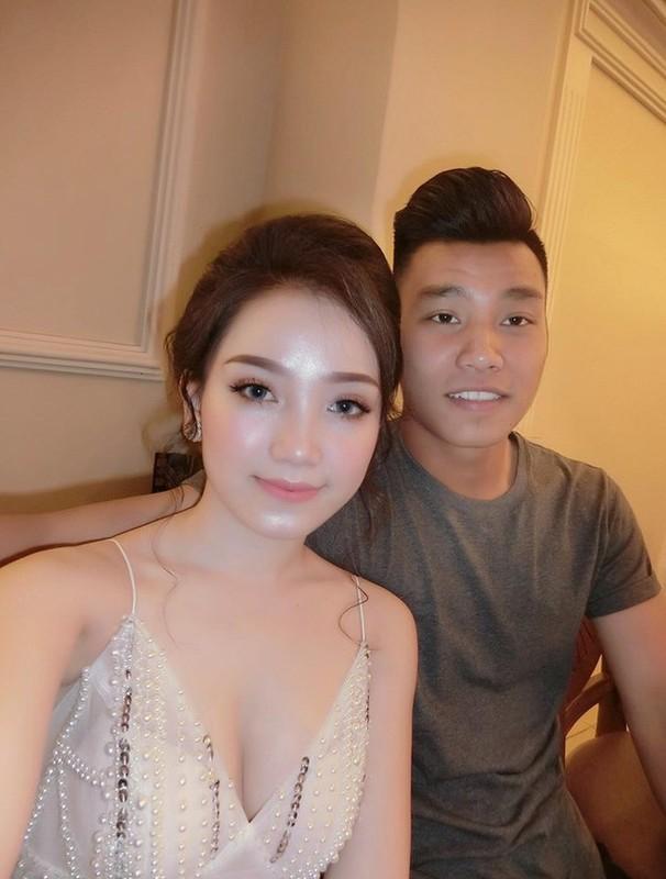 Vo Duy Manh va dan WAGs khoe thu nhap khung hon chong-Hinh-7