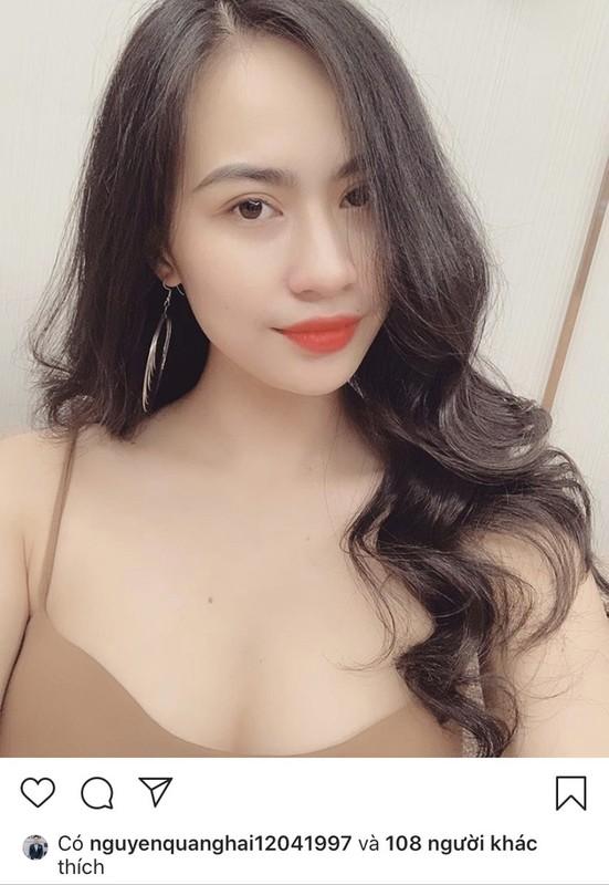 Dan bong hong tung ben canh Quang Hai: nguoi hot girl, ke bi ghet vi ham fame-Hinh-4