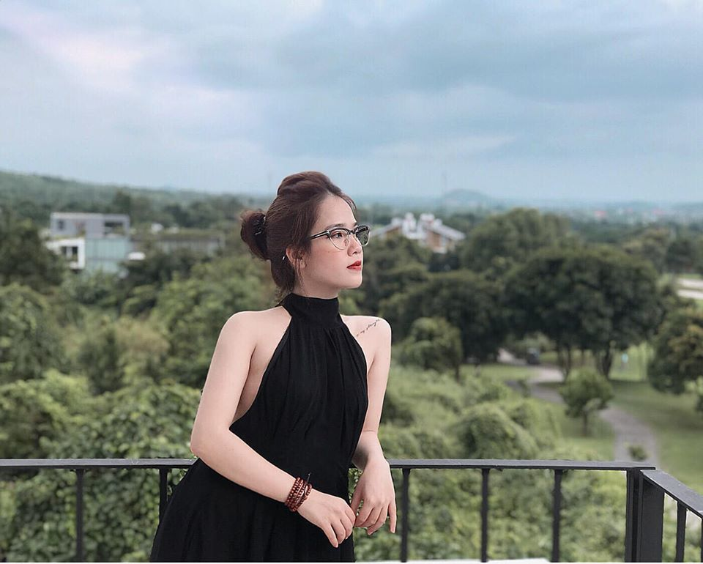 Dan bong hong tung ben canh Quang Hai: nguoi hot girl, ke bi ghet vi ham fame-Hinh-9