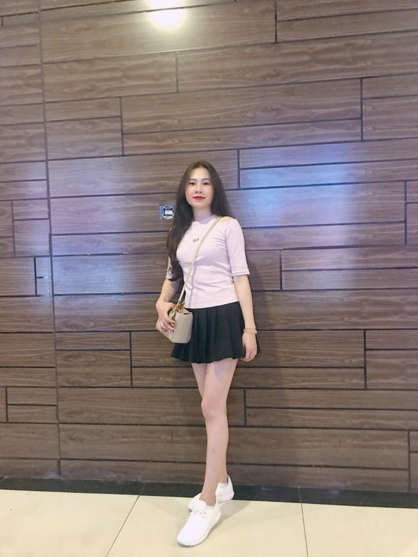 """Ban gai Dinh Trong: Nang WAGs """"sach phot"""", xinh xan va kin tieng-Hinh-7"""