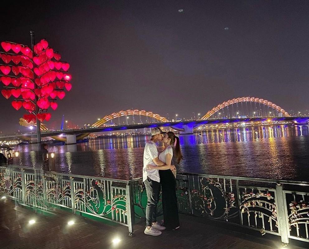 Ban trai cu Yen Xuan khoe anh hanh phuc ben ban gai xinh dep-Hinh-3