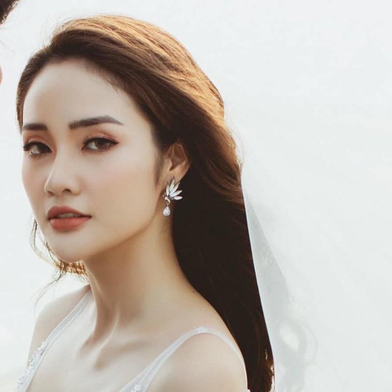 Ban trai cu Yen Xuan khoe anh hanh phuc ben ban gai xinh dep-Hinh-7