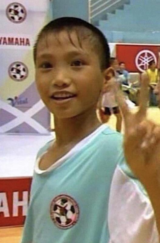 """Nua nam sang Ha Lan thi dau, Doan Van Hau can dich """"hoang tu bong da"""""""