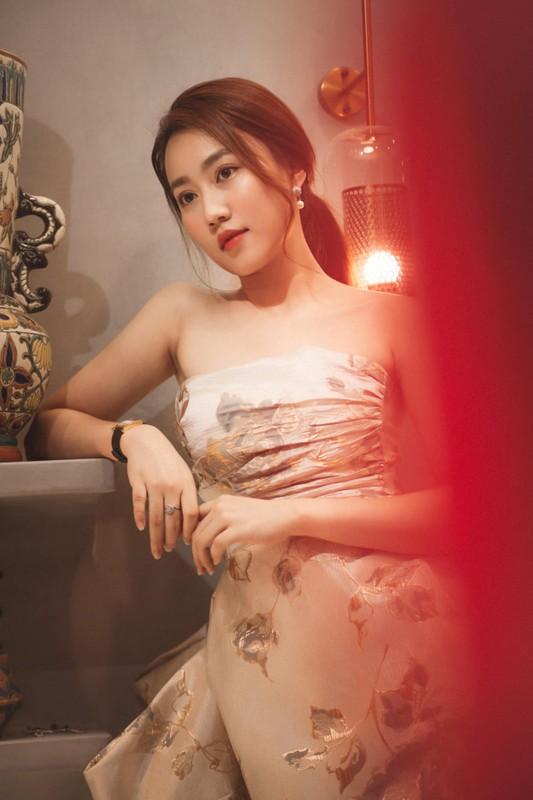 Zoom ky nhan sac nu dien vien vua xac nhan hen ho voi Tien Linh-Hinh-9