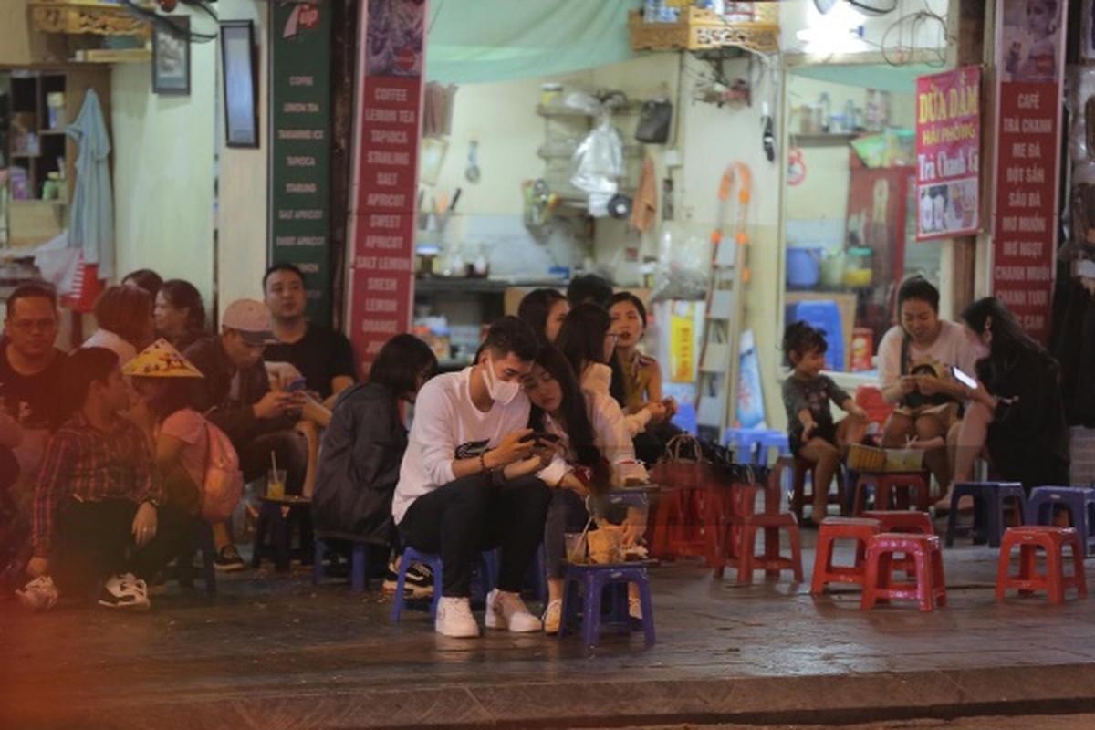 Zoom ky nhan sac nu dien vien vua xac nhan hen ho voi Tien Linh