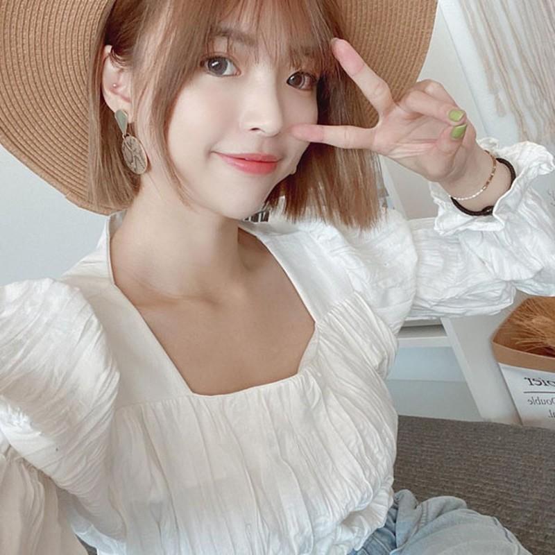 Hot girl Dai Loan tron cach ly Covid-19 nhan gach da