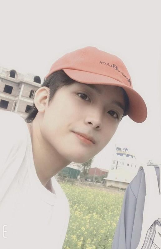 Hot boy Hai Duong so huu goc nghieng than thanh duoc san lung la ai?-Hinh-2