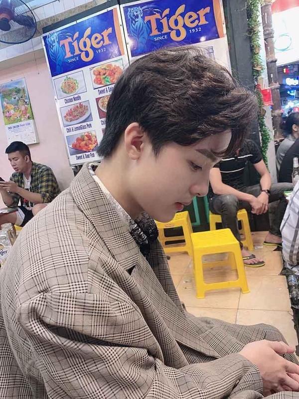 Hot boy Hai Duong so huu goc nghieng than thanh duoc san lung la ai?-Hinh-4