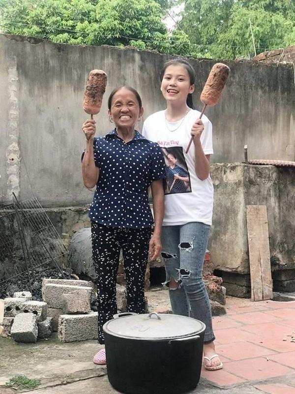 """Tap tanh theo chan me, con gai ba Tan Vlog an """"mua gach"""" sieu to khong lo-Hinh-7"""