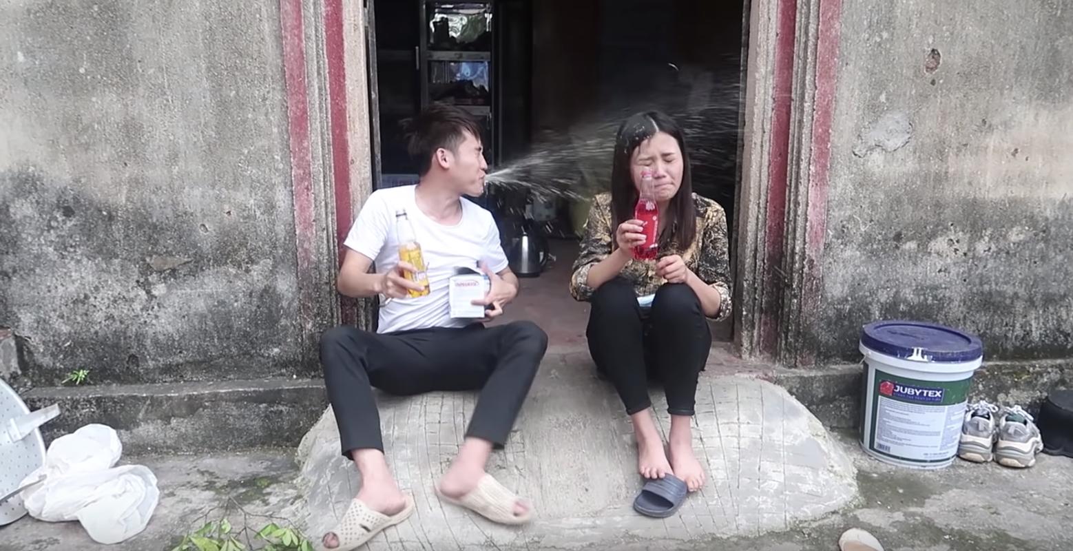 Vua ra kenh Youtube, con gai ba Tan Vlog bi boc phot mat ve sinh-Hinh-6