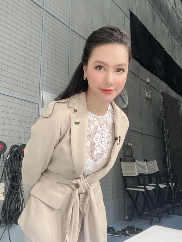 """Nhan sac xinh nhu bup be cua nu MC VTV tung dinh phot """"Tuesday""""-Hinh-10"""