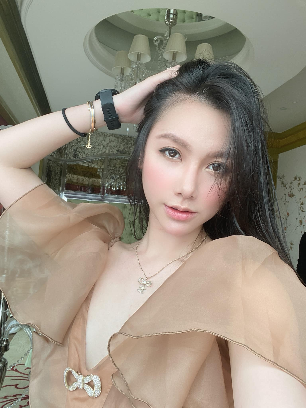 """Nhan sac xinh nhu bup be cua nu MC VTV tung dinh phot """"Tuesday""""-Hinh-11"""