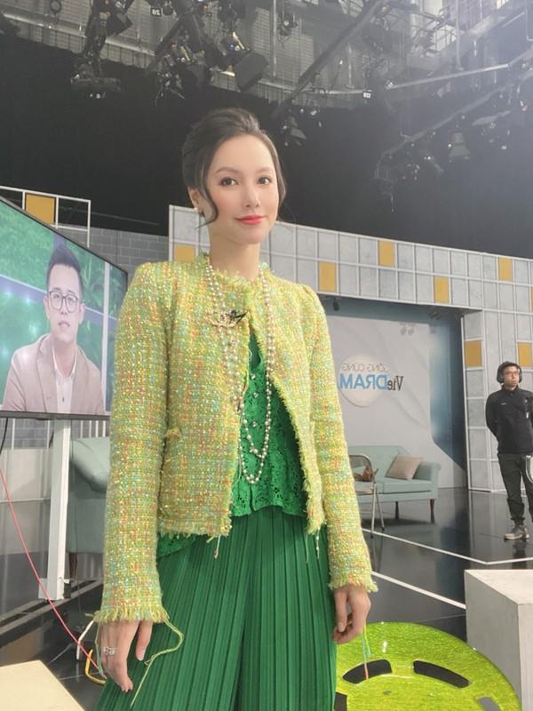 """Nhan sac xinh nhu bup be cua nu MC VTV tung dinh phot """"Tuesday""""-Hinh-3"""
