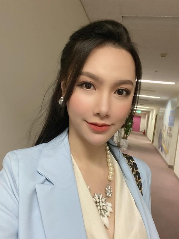 """Nhan sac xinh nhu bup be cua nu MC VTV tung dinh phot """"Tuesday""""-Hinh-9"""