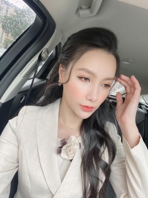 """Nhan sac xinh nhu bup be cua nu MC VTV tung dinh phot """"Tuesday"""""""