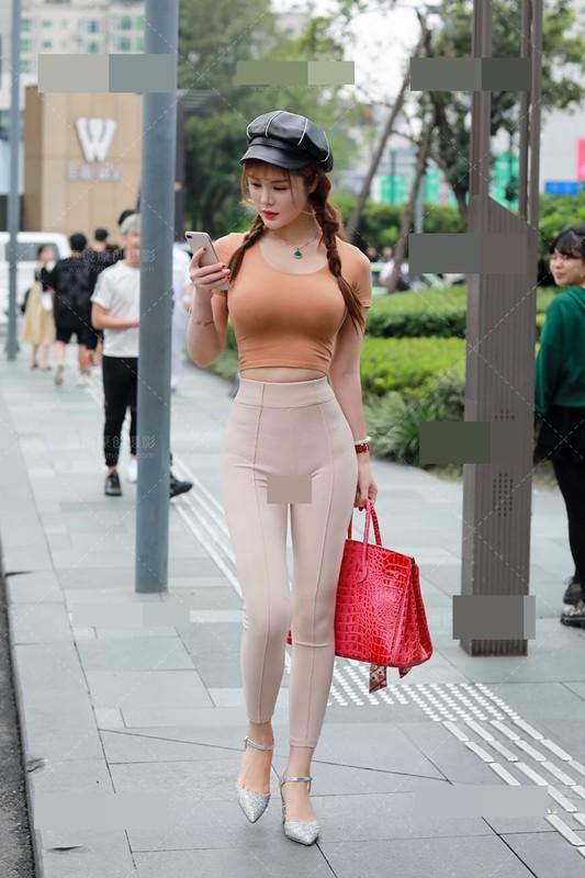 Mac do nay ra duong, hot girl Trung Quoc khien dan tinh