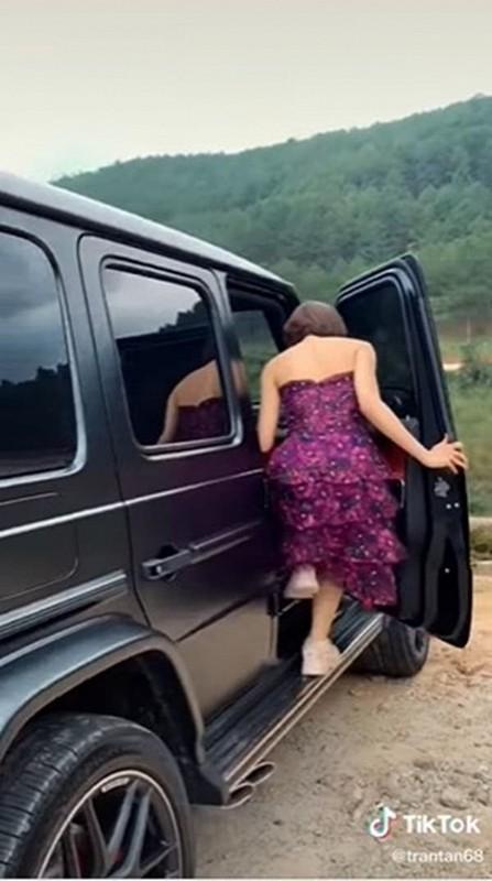 Duoc sieu xe, hot girl Tram Anh vuong tin don cap ke dai gia-Hinh-2