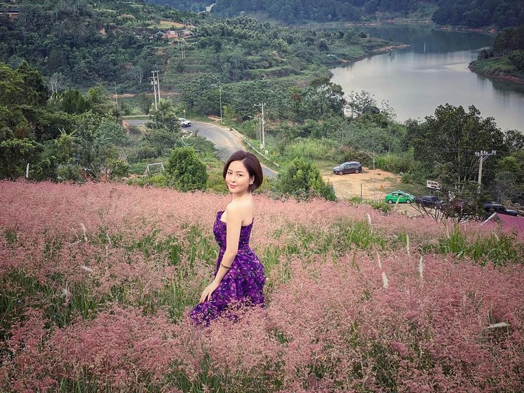 Duoc sieu xe, hot girl Tram Anh vuong tin don cap ke dai gia-Hinh-4