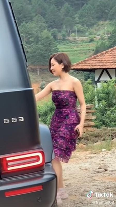 Duoc sieu xe, hot girl Tram Anh vuong tin don cap ke dai gia