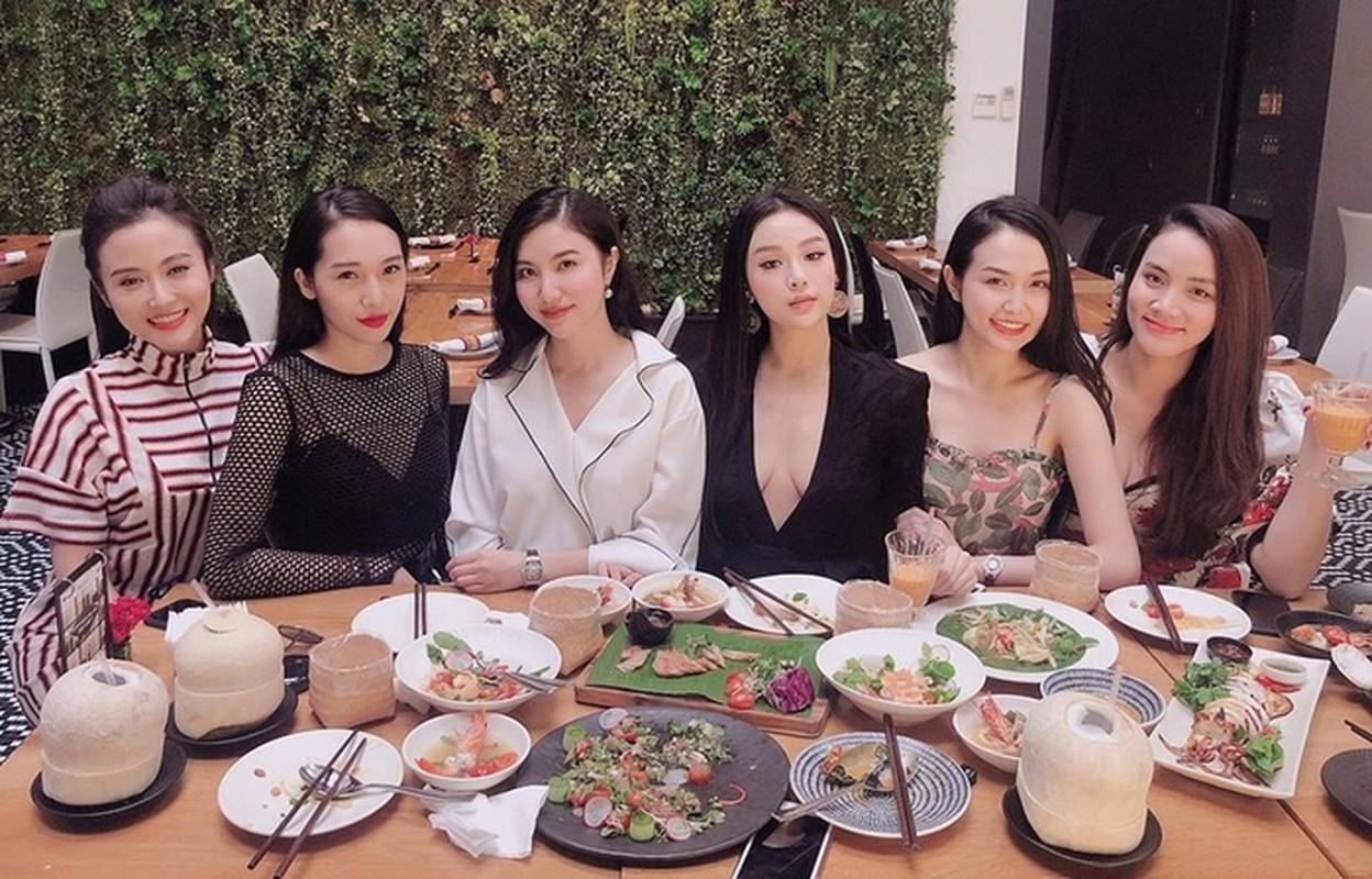 Loat me bim sua cung hoi ban than khoe cuoc song gay bao mang-Hinh-5