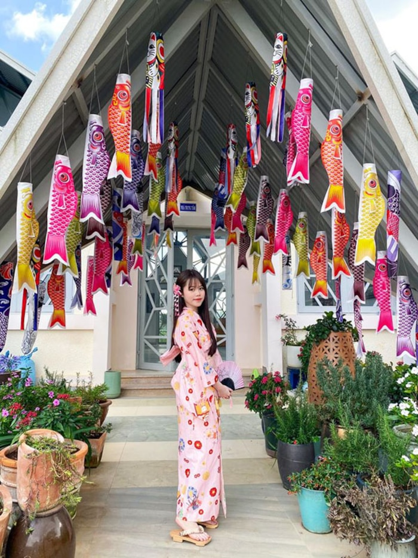 """""""Dien dau"""" vi dan mang, ban gai moi Quang Hai len chua-Hinh-5"""