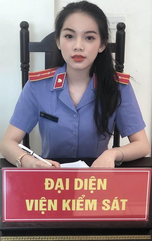 Nu sinh Hoc vien Toa an gay thuong nho trong trang phuc Tham phan