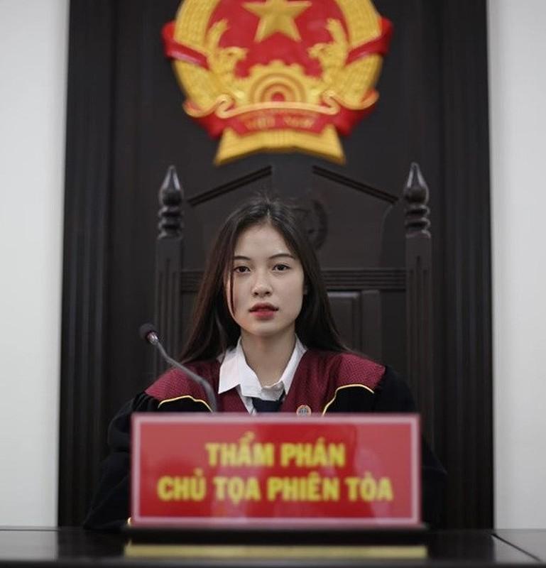 """Dien trang phuc nay, """"hot girl toa an"""" lai gay sot mang-Hinh-2"""