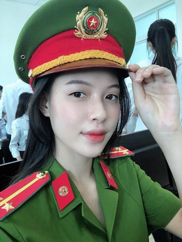 """Dien trang phuc nay, """"hot girl toa an"""" lai gay sot mang-Hinh-3"""