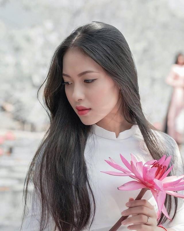 """Dien trang phuc nay, """"hot girl toa an"""" lai gay sot mang-Hinh-8"""