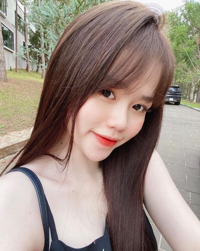 Xuat hien tai le trao giai QBV, ban gai Quang Hai lai bi che-Hinh-9