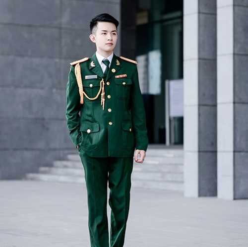 "Diem mat dan ""hot boy quan phuc"" khien mang xa hoi dien dao-Hinh-2"