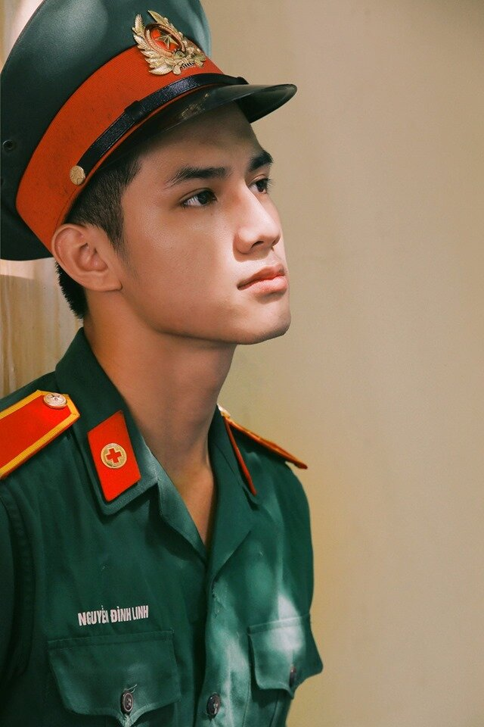 "Diem mat dan ""hot boy quan phuc"" khien mang xa hoi dien dao-Hinh-5"