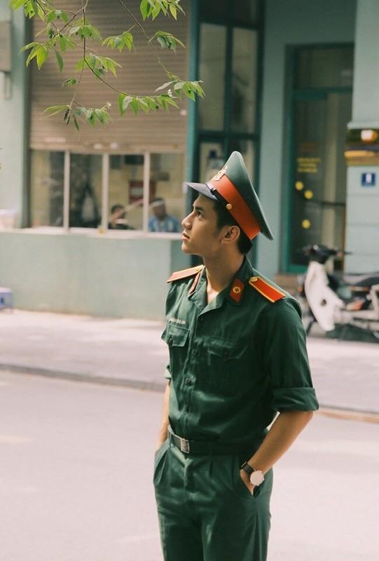 "Diem mat dan ""hot boy quan phuc"" khien mang xa hoi dien dao-Hinh-6"