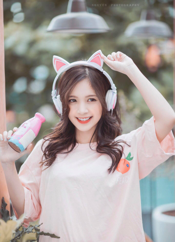 Khoe anh o ho sen, hot girl Ha thanh noi nhu con tren MXH-Hinh-11