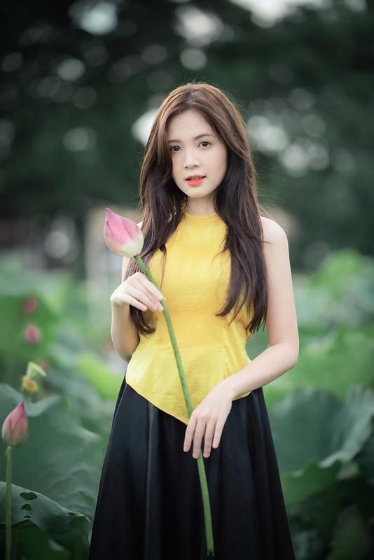 Khoe anh o ho sen, hot girl Ha thanh noi nhu con tren MXH-Hinh-3