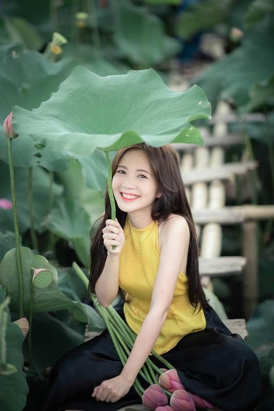 Khoe anh o ho sen, hot girl Ha thanh noi nhu con tren MXH-Hinh-4