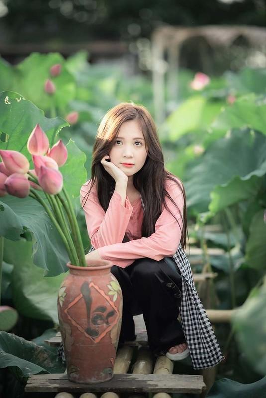 Khoe anh o ho sen, hot girl Ha thanh noi nhu con tren MXH-Hinh-5