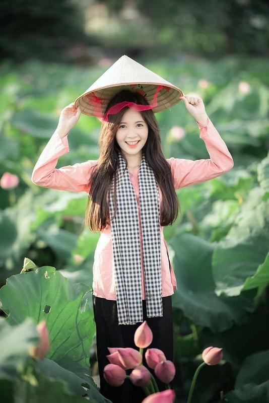 Khoe anh o ho sen, hot girl Ha thanh noi nhu con tren MXH-Hinh-7