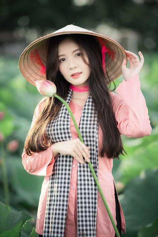 Khoe anh o ho sen, hot girl Ha thanh noi nhu con tren MXH-Hinh-8