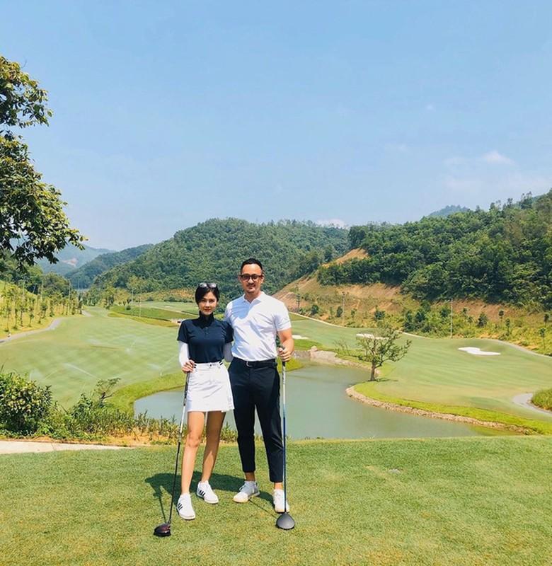 """Nu MC K+ ke chuyen """"di nham san golf duoc chong nhu y"""""""