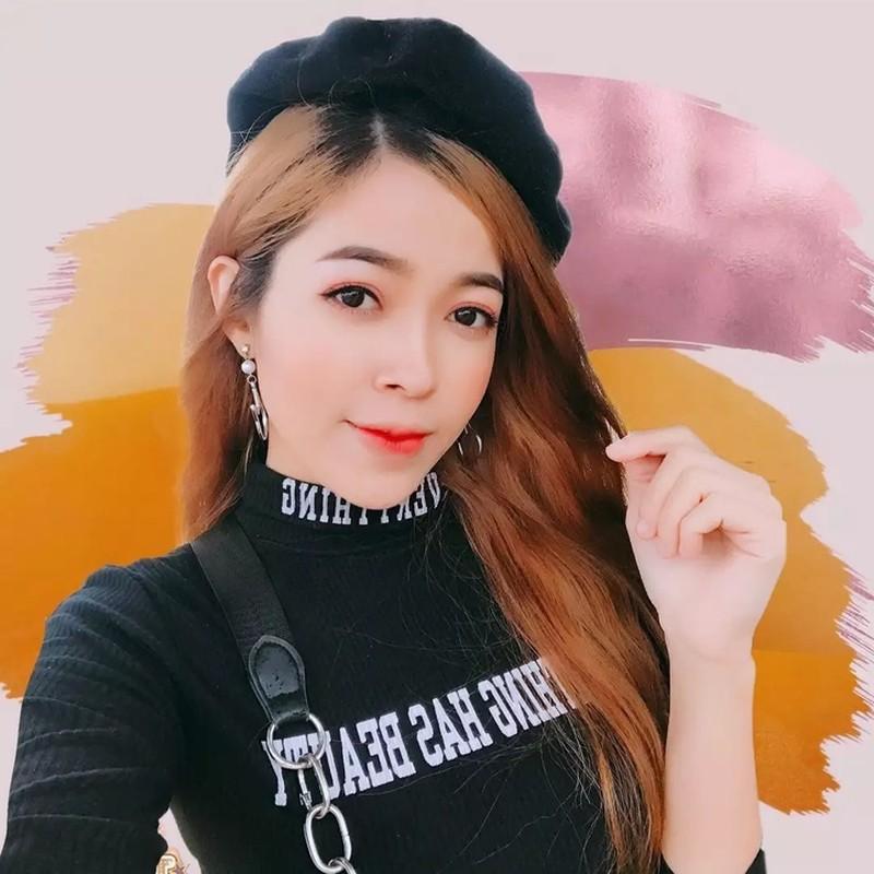 Hot girl 10 trieu follow Tik Tok khoe nhan sac