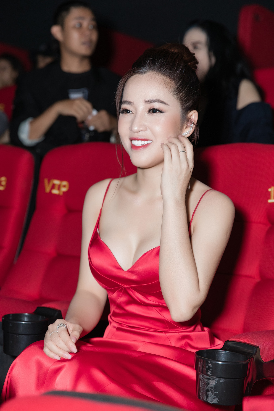 My nu showbiz Viet tiet lo bi kip giu vong eo khong mo thua-Hinh-7