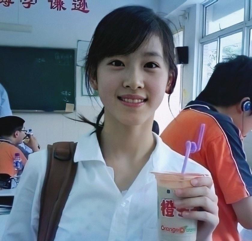 """""""Hot girl tra sua"""" xu Trung dau chi dep ma con giau co chu danh-Hinh-3"""