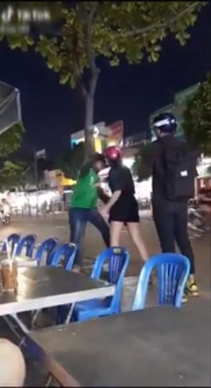 Chang xe om cong nghe phat hien bi ban gai lam dieu nay giua pho-Hinh-2